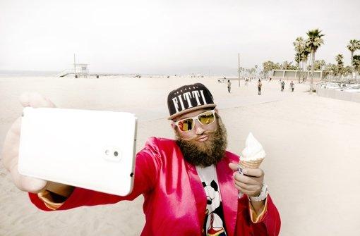 "Feel-Good-Rapper MC Fitti aus Berlin stilisiert sich als ""#Selfiegott"" Foto: Forum NRW"