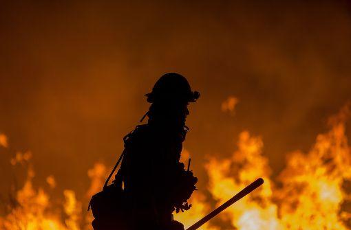 Größtes Feuer in Südkalifornien wächst wieder
