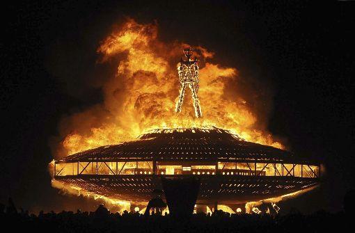 Besucher stirbt nach Lauf ins Feuer