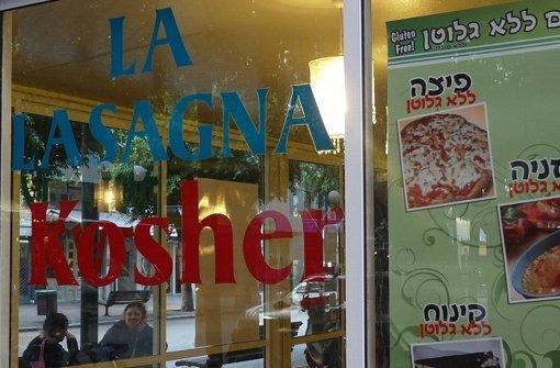 Restaurants, die ein Koscher-Zertifikat vom Rabbinat der jeweiligen Stadt erhalten möchten, müssen am Schabbat geschlossen bleiben und das jüdische Speisegesetz Kaschrut einhalten. Foto: Welzhofer