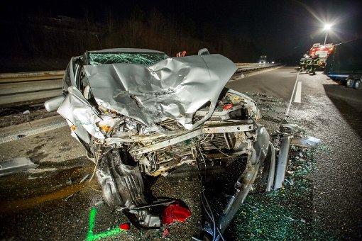 Bei einem schweren Unfall auf der A81 bei Sindelfingen sind vier Menschen verletzt worden. Foto: www.7aktuell.de | Simon Adomat