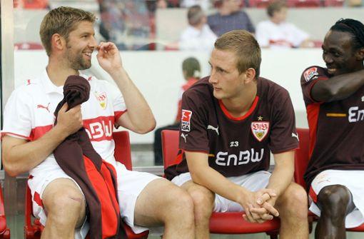 Im Uefa-Cup 2008 auf der Bank zwischen Thomas Hitzlsperger und Arthur Boka.  Foto: Baumann