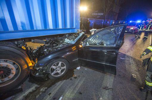 Schwerer Unfall in Stuttgart-Obertürkheim. Foto: 7aktuell.de/Simon Adomat