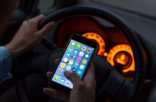 Smartphone im Auto – was ist erlaubt und was nicht?