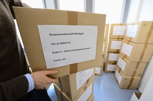 Beschlagnahmte Akten aus dem Privathaus von Stefan Mappus Foto: dpa