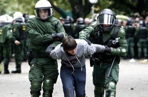 Der Polizeieinsatz im Schlossgarten wird für manche Beamten womöglich juristische Folgen haben. Foto: dapd