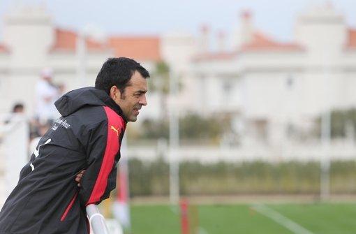 Robin Dutt ist auf der Suche nach einem Innenverteidiger für den VfB Stuttgart. Foto: Pressefoto Baumann