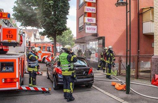 Bewohner aus brennendem Wohnhaus evakuiert