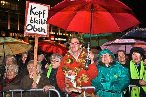 Trotz unermüdlicher Proteste der Stuttgart-21-Gegner bei den Montagsdemos (Foto 150. Montagsdemo) zeigt eine Studie, dass das Interesse an Stuttgart 21 im Land deutlich gesunken ist. Innerhalb eines Jahres hat es sich mehr als halbiert Foto: Fotoagentur Beytekin / Weiberg