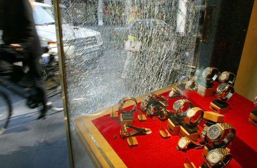 Mutige Zeugen verfolgen Juwelier-Einbrecher