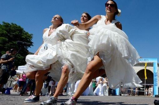 Unverheiratete siegt beim Brides Run