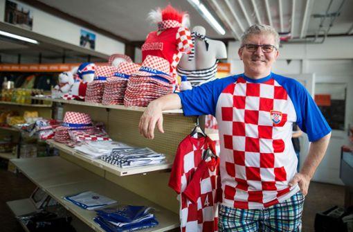 Ivo Jozic betreibt seinen kroatischen Lebensmittelladen Adria Markt bereits seit 2011 in der Mercedesstraße in Bad Cannstatt. Foto: Lichtgut/Christoph Schmidt
