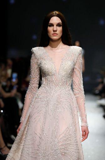 Die opulenten Kleider des Designers Rasit Bagzibagli könnten auch als Hochzeitskleider durchgehen. Foto: Getty Images Europe