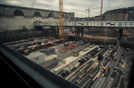 Die Arbeiten an der Baustelle für den neuen Tiefbahnhof werden deutlich länger dauern als von der Bahn angegeben. Foto: Lichtgut/Max Kovalenko
