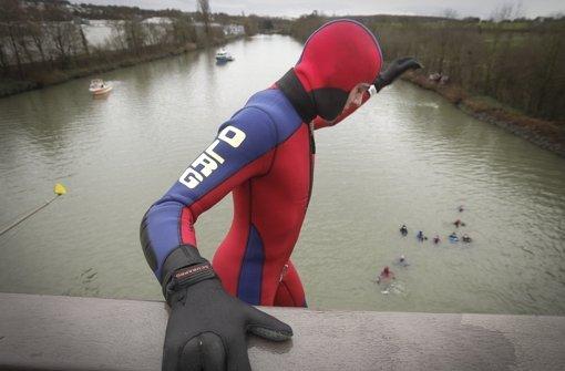 Auch das gehört dazu: der Sprung von der Brücke in den Neckar. Foto: factum/Bach