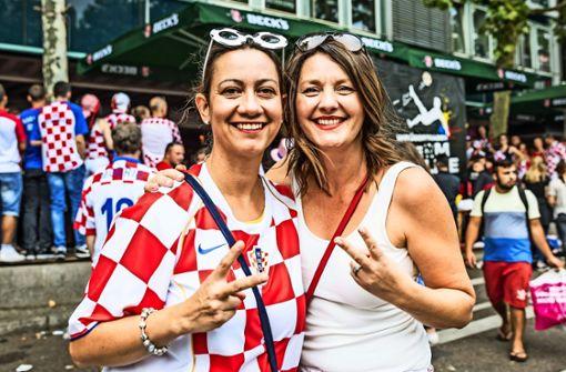 Die beiden Susanas feuern die kroatische Mannschaft an. Foto: Lichtgut/Julian Rettig