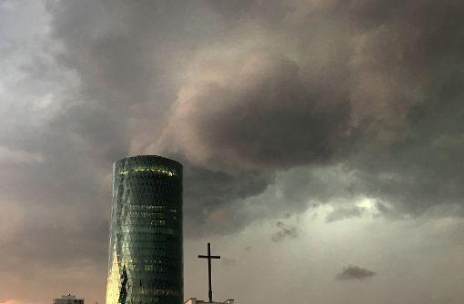 Schweres Unwetter legt Frankfurt lahm