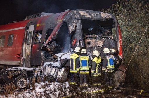 Zug rast in Transporter - zwei Tote