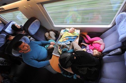 Auch in den Zügen der Deutschen Bahn sind nicht die Toiletten, sondern vor allem der Polsterbereich, Armlehnen und Sitzflächen sowie Türöffner und -klinken ein Sammelort für Keime.  Foto: dpa