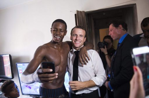 Stinkefinger-Foto mit Macron sorgt für Aufregung