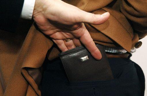 Serien-Taschendieb beklaut 97-Jährige