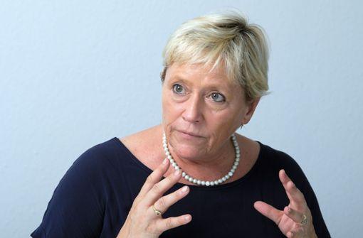 Susanne Eisenmann wirbt mit Postkarten um Grundschullehrer