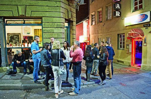 Ansturm zur Eröffnung der Gin-Bar im Rotlichtviertel
