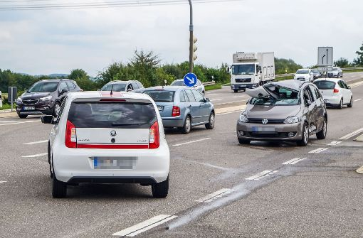 Autos krachen ineinander