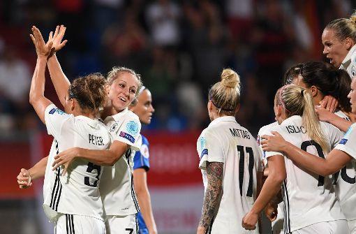 DFB-Frauen besiegen Italien knapp