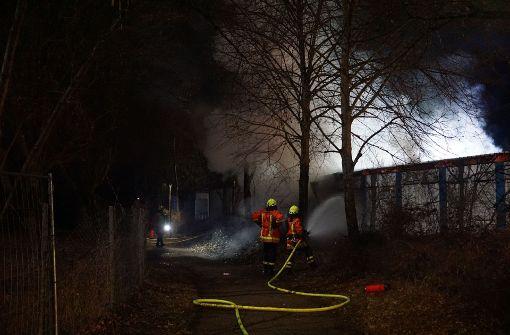 Feuer zerstört mehrere Wohncontainer