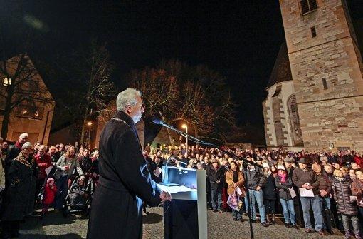 Der OB beim Silvestertreff im Schatten der Michaelskirche. Foto: factum/Granville