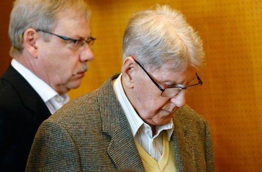 Der 94-jährige Reinhold Hanning steht in Detmold vor Gericht. Foto: dpa