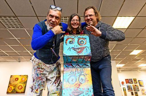 Die Kölner Rockband Bap versteigert Filderstädter Cajon