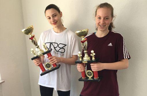 Elisa Ujkani (li.) und Alina Grohme sind Europameister im Hip-Hop Duo für unter 16-Jährige. Foto: Julia Bosch