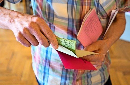 So viele Stimmzettel: In den Rathäusern wird noch fleißig ausgezählt.. Foto: