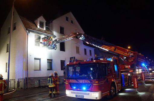 Nach Angaben der Polizei gaben kurz nach 5 Uhr die Rauchmelder in dem Gebäude in der Stuttgarter Straße Alarm. Foto: SDMG