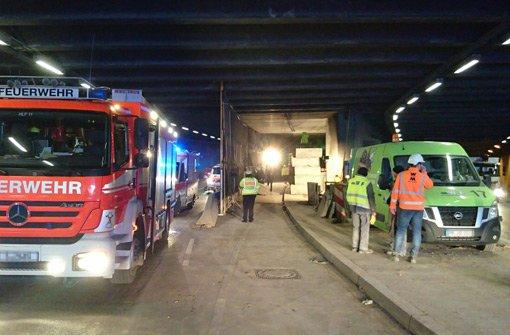 Großeinsatz der Rettungskräfte am Dienstagnachmittag im Berger Tunnel im Stuttgarter Osten.  Foto: Andreas Rosar Fotoagentur Stuttgart
