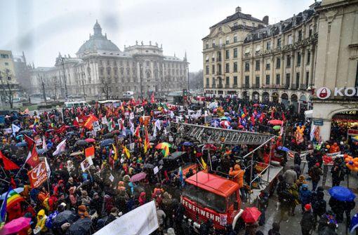 2000 Menschen demonstrieren friedlich