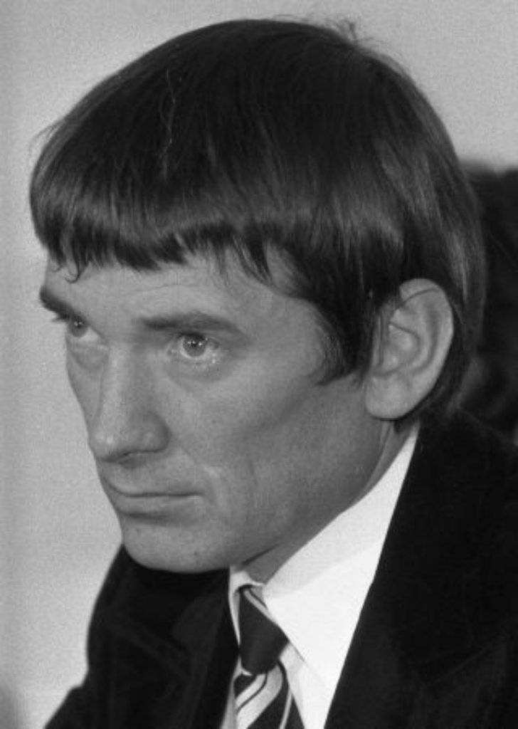 2. November 1989: Der Streit zwischen Fundis und Realos eskaliert. Otto Schily tritt bei den Grünen aus und legt sein Bundestagsmandat nieder. Er wird Mitglied der SPD. Foto: AP