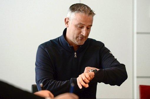 Trainer Jürgen Kramny bereitet den VfB in Belek auf die Bundesliga-Rückrunde vor Foto: dpa
