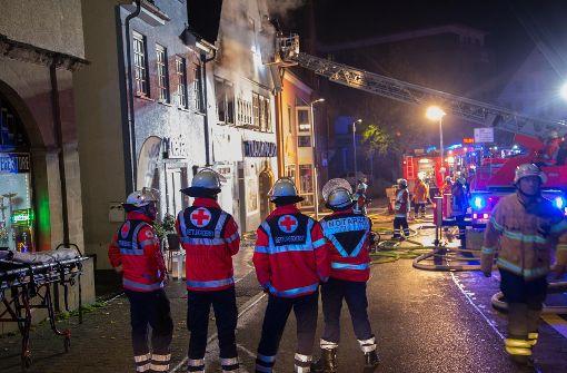 Mann bei Sprung aus brennendem Haus schwer verletzt