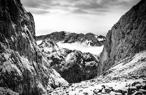 Blick über das österreichische Kaisergebirge von der Fritz-Pflaum-Hütte aus, derausnahmsweise mit einer Festbrennweite geschossen wurde. Einstellungen: 35mm, 1/1000 Sek@ f1.4, ISO 100. Foto: Julian Wenzel