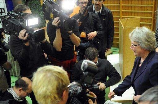 Ein riesiger Tross von Medienvertretern begleitete Bildungsministerin Annette Schavan nach Ulm. Foto: dpa