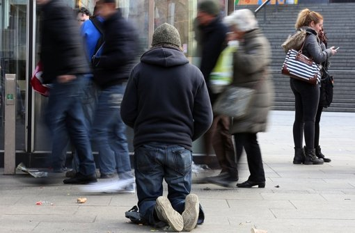 Der letzte Ausweg, wenn das Geld nicht zum Leben reicht: die Straße Foto: dpa