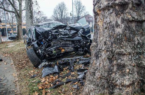 43-Jähriger kracht frontal gegen Baum