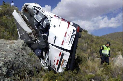 Der Kleinbus mit den beiden deutschen Urlaubern ist im Süden von Peru von einer Straße abgekommen und einen Hang herabgestürzt. Foto: ANDINA NEWS AGENCY