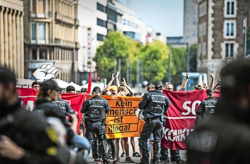Ein großes Polizeiaufgebot – wie beim Protest gegen die Identitäre Bewegung – ist laut der Polizei in den seltensten Fällen notwendig. Foto: Lichtgut/Julian Rettig (Archiv)