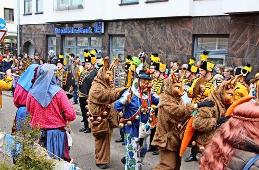Der närrische Lindwurm ist am Samstag auch durch die Klagenfurter Straße gezogen. Foto: Eveline Blohmer