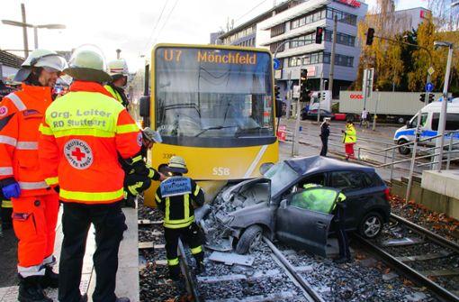 In Stuttgart-Feuerbach hat es einen schweren Stadtbahnunfall gegeben. Foto: Andreas Rosar Fotoagentur-Stuttg