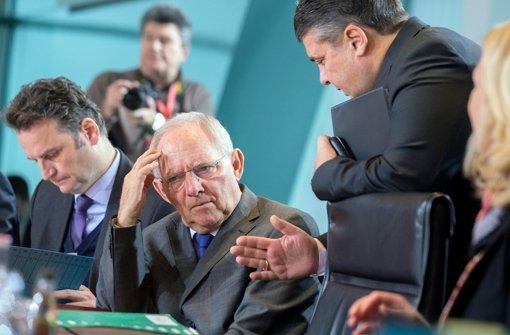 """Auch hier scheint der Finanzminister vom """"Gerede"""" des Wirtschaftsministers wenig begeistert zu sein. Foto: dpa"""